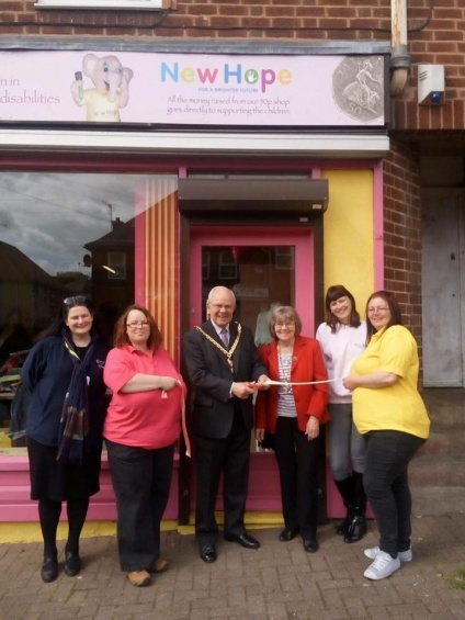 New Hope 50p Charity Shop opens